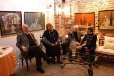 Общение мэтров на открытии выставки Валентина Теплова